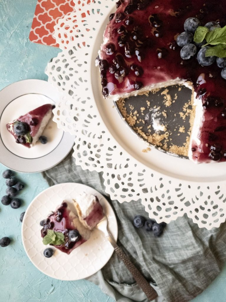 nobake blueberry cheesecake slices.