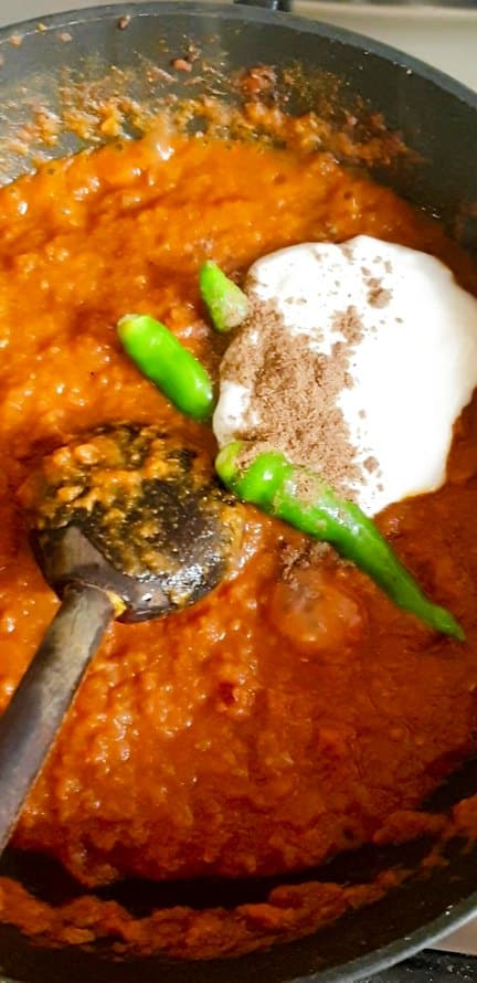 raw yogurt added in prawn masala based with green chilies and spice.