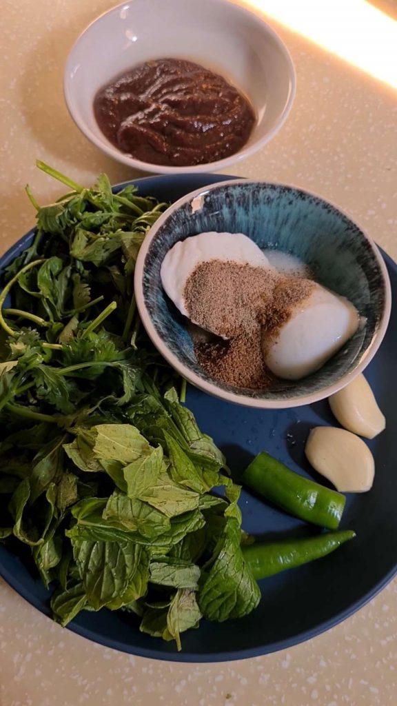 ingredients for spicy tamarind chutney